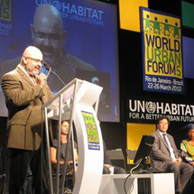 Cemil Giray introduces the launch video for the World Urban Campaign in Rio. (Photo courtesy mondofragilis group)