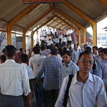 Train station in Mumbai. Photo: Simone D. McCourtie/The World Bank